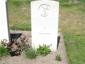 The gravestone of Harry Benton in Croxyde Cemetery, West Flanders.
