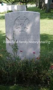 Henriques headstone in Lijssenthoek Military Cemetery © Carol Sklinar